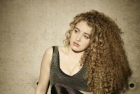 Tal Wilkenfeld – ›Love Remains‹ Live